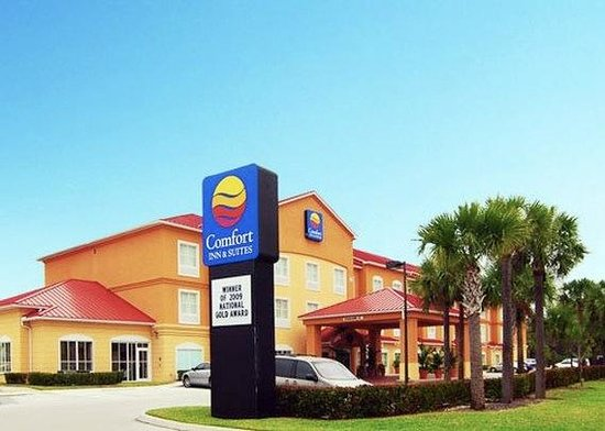 Comfort Inn & Suites Fort Myers: Exterior
