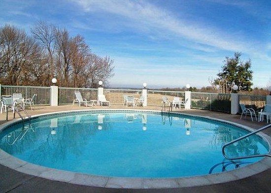 Comfort Inn & Suites Lake Texoma: Pool