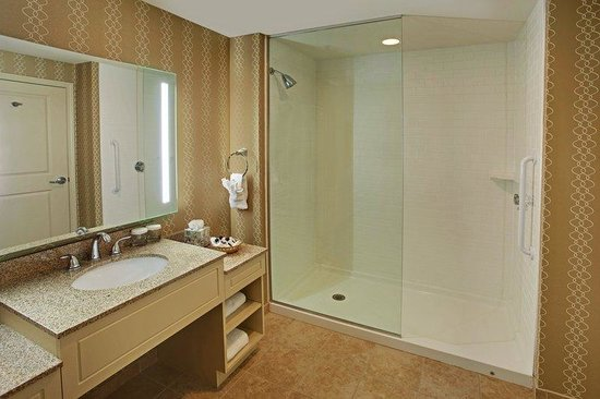 The Wayside Carriage House Inn: Shower
