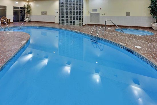 Country Inn & Suites Loudon: CountryInn&Suites Loudon  Pool