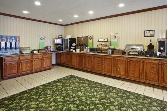 CountryInn&Suites Hiram  BreakfastRoom