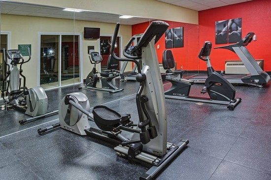 Country Inn & Suites Panama City Beach: CountryInn&Suites PanamaCityBeach  FitnessRm