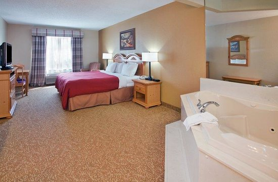 Country Inn & Suites By Carlson, Louisville-East: CountryInn&Suites LouisvilleEast WhirlpoolSuite