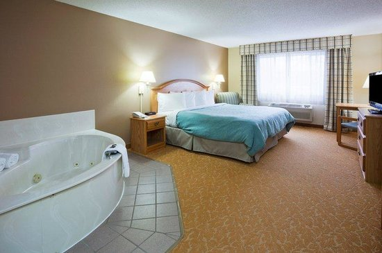 Country Inn & Suites By Carlson Baxter: CountryInn&Suites Baxter  WhirlpoolSuite