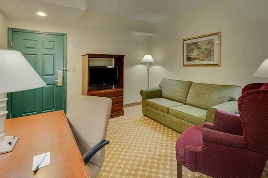 Country Inn &amp; Suites Ocala: CountryInn&amp;Suites Ocala  Suite