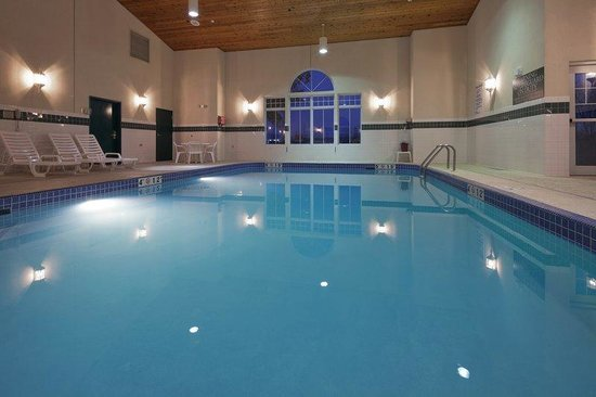 Country Inn & Suites by Carlson _ Fond du Lac: CountryInn&Suites FondDuLac Pool