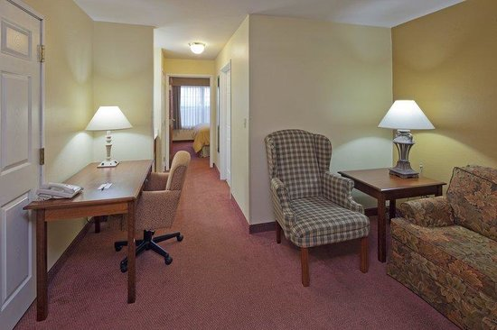 Country Inn & Suites by Carlson _ Fond du Lac: CountryInn&Suites FondDuLac Suite