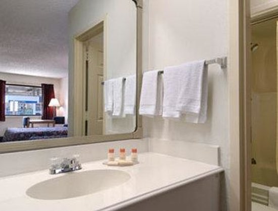 Days Inn Kinder: Bathroom