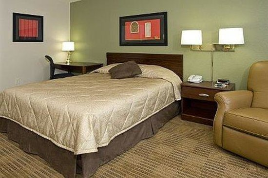Extended Stay America - Phoenix - Airport: Queen Studio