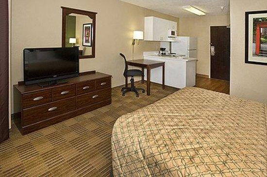 Extended Stay America - Newark - Woodbridge: Queen Studio