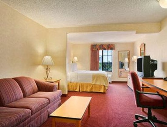 Red Lion Inn & Suites Denver Airport: Standard Queen Room.