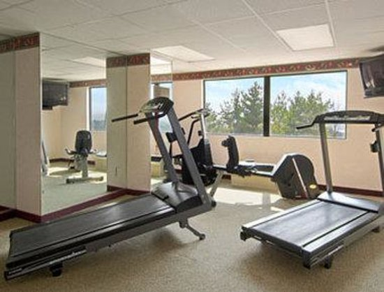 Howard Johnson Inn And Conference Center Salem: Fitness Center