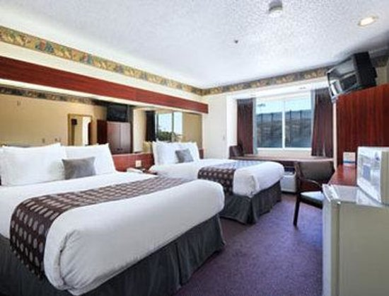 Microtel Inn & Suites by Wyndham Irving/DFW Airport/Beltline: Standard Two Queen Bed Room