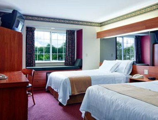 Microtel Inn & Suites by Wyndham Bristol: Standard Two Queen Bed Room