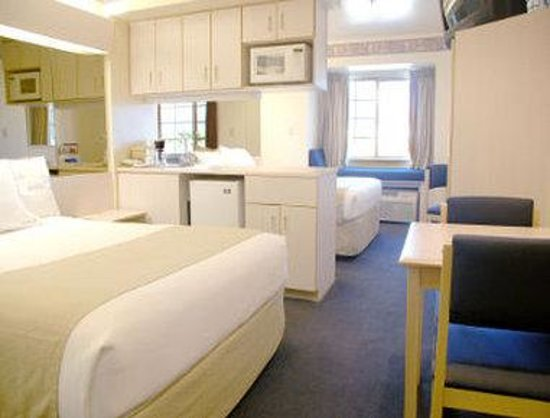 Microtel Inn &amp; Suites by Wyndham Yuma: 2 Queen Bed Suite