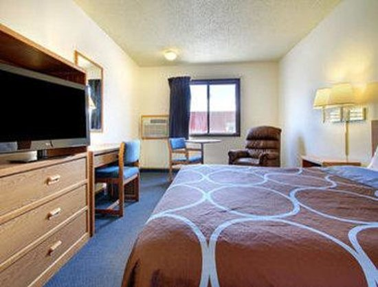 Moberly, MO: One Bed Guest Room