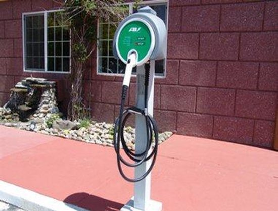Super 8 Ukiah: EV Charging Station