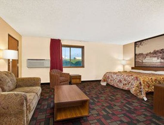 Super 8 Boonville: Standard One King Bed Room