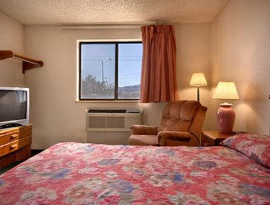 Super 8 Kingman: Standard Queen Bed Room