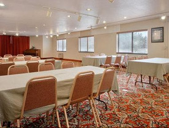 Long Beach Super 8 Motel: Meeting Room