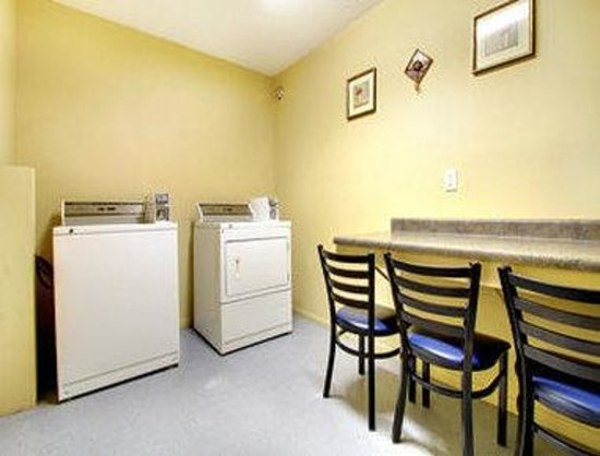 Super 8 Motel - Coralville: Laundry Room