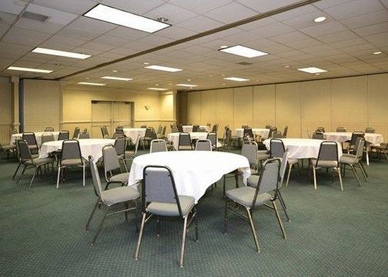 Quality Inn & Suites Chambersburg: Meeting Room