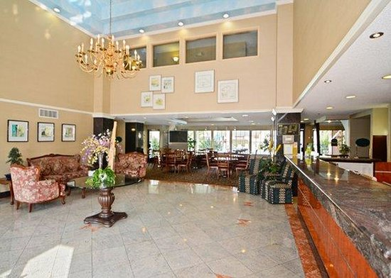 Quality Inn & Suites Walnut: lobby
