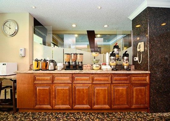 Quality Inn & Suites Walnut: breakfast