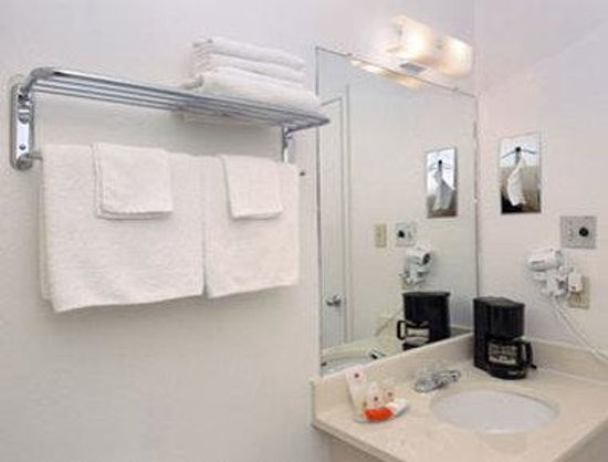 Orangewood Inn and Suites Austin North: Bathroom