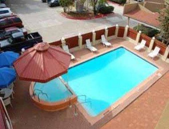 Orangewood Inn and Suites Austin North: Pool