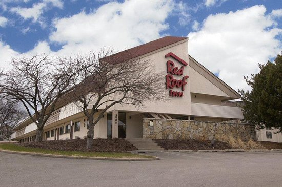Red Roof Inn: Inn Exterior