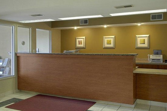 Red Roof Inn Hagerstown-Williamsport: Front Desk