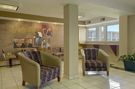 Red Roof Inn Hagerstown-Williamsport: Lobby