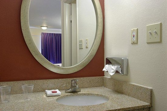 Red Roof Inn Hagerstown-Williamsport: Vanity