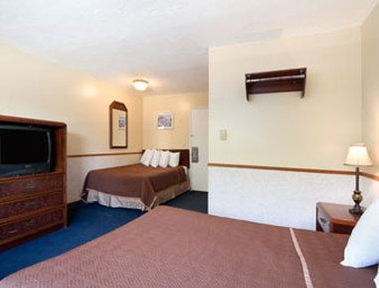 Travelodge Portland City Center: Standard Two Double Bed Room