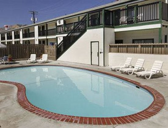 Travelodge Wenatchee: Outdoor Pool