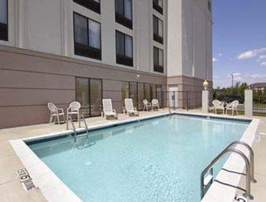 Wingate by Wyndham Greensboro: Pool