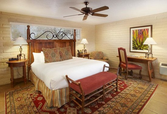 Hacienda Del Sol Guest Ranch Resort: King Deluxe Room