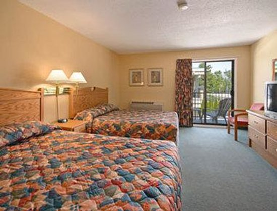 Super 8 Motel Penticton: Standard Two Double Bed Room