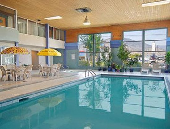 Super 8 Motel Penticton: Pool