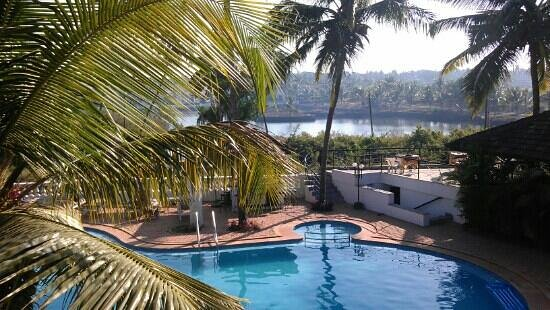 Resort Lagoa Azul :                   good sized balcony offers great views