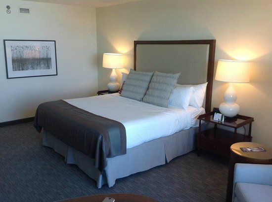 Niagara Fallsview Casino Resort:                   The BIG bed, the room was much bigger than this lets on..