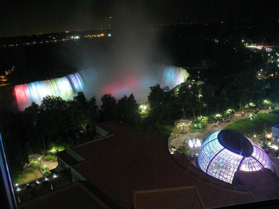 Niagara Fallsview Casino Resort:                   Horseshoe Falls by night!! (from the room!)