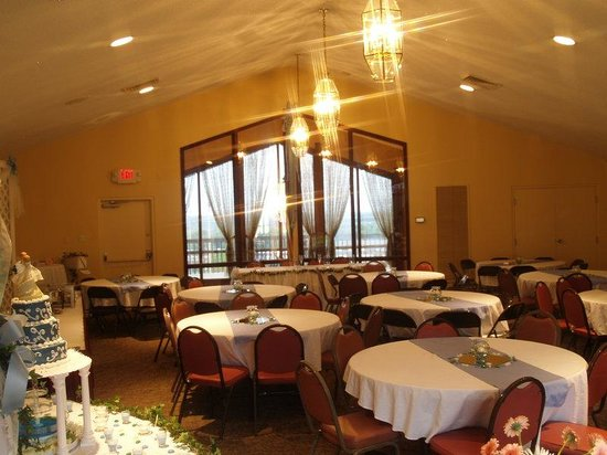 Saint Clair, MO: Windows to the West banquet room