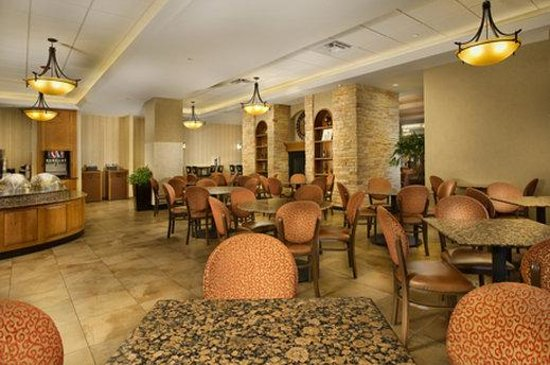 Drury Inn & Suites Near La Cantera Parkway: Breakfast Area