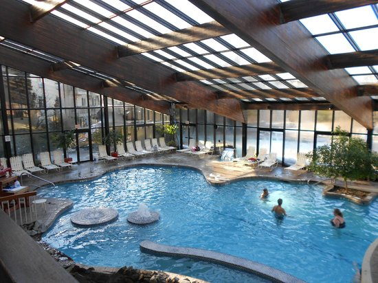 Indoor pool picture of minerals hotel vernon tripadvisor for Vernon salons