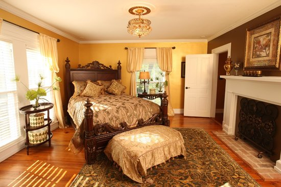 Chestnut Hill Bed &amp; Breakfast Inn: Alexander Daley&#39;s Master Suite