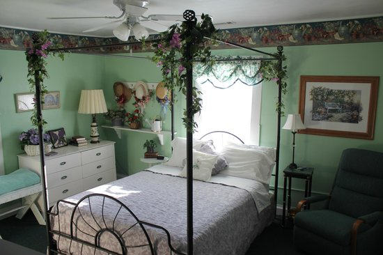 Blue Ridge Inn Bed & Breakfast: Garden Room