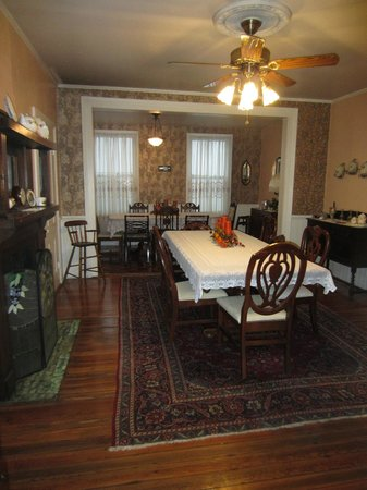 Blue Ridge Inn Bed & Breakfast: Dining Room