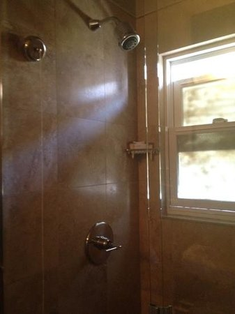 Su Casa Venice Beach: shower